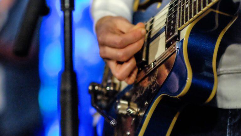 Quelle est la meilleure manière d'apprendre la guitare